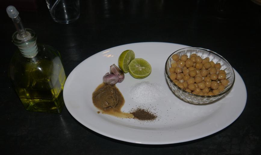 El garbanzo es la base pero el tahini es un elemento importante